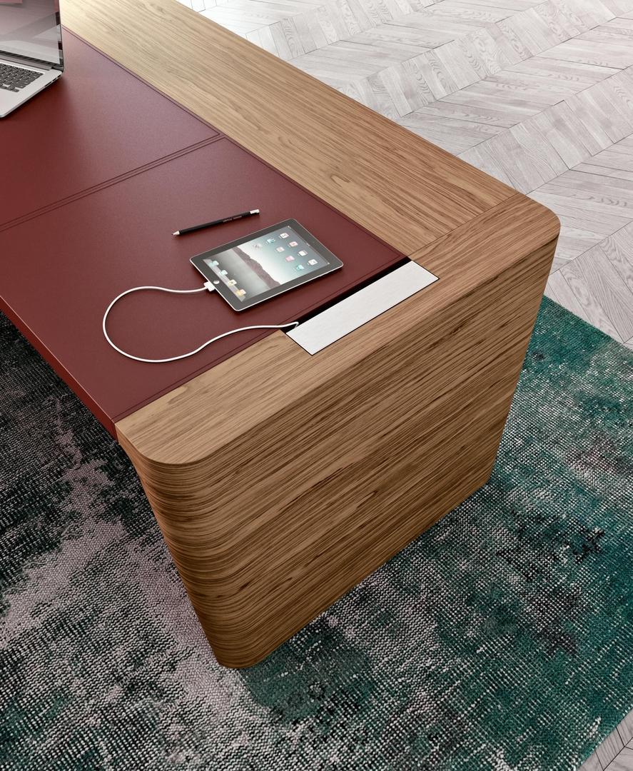 bureau de direction en bois et revêtement cuir