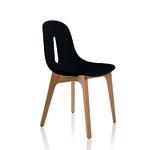 Chaise noire et bois de salle de réunion