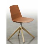 Chaise-piétement-en-bois-rouge-ocre