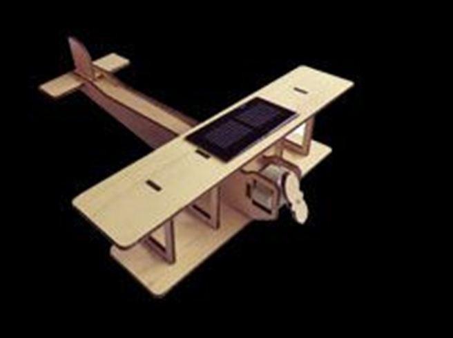 maquette avion biplan solaire en bois kit avion en bois. Black Bedroom Furniture Sets. Home Design Ideas