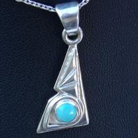 Pendentif triangle Argent avec petite Turquoise d'Arizona