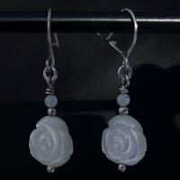 Boucles Oreilles en nacre forme de rose monture argent