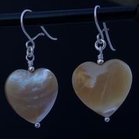 Boucles d'oreilles nacre jaune forme de cœur monture argent
