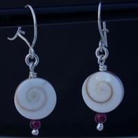 Boucles d'oreilles coquillage oeil de Sainte Lucie monture argent massif