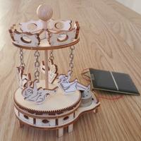 Maquette en bois Mini Manège solaire à nacelles