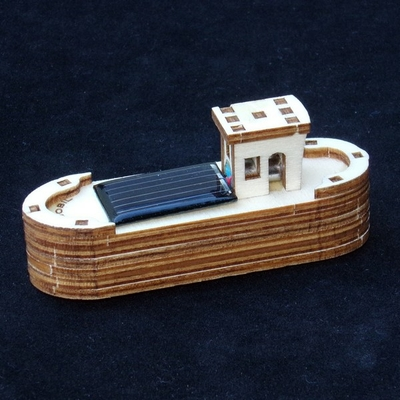 maquette-mini-péniche-solaire