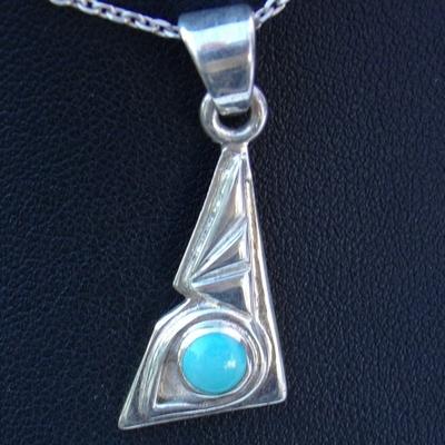 pendentif-triangle-argent-avec-petite-turquoise-d'arizona