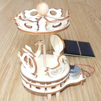 Maquette-Mini-MANEGE-solaire-en-bois