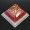 orgonite-grande-pyramide-Rouge-blanc