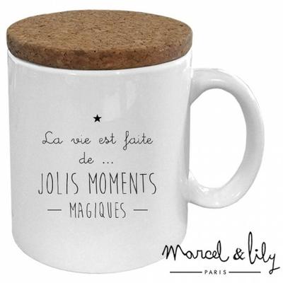 MUG LA VIE EST FAITE DE JOLIS MOMENTS MAGIQUES AVEC SON COUVERCLE EN LIEGE