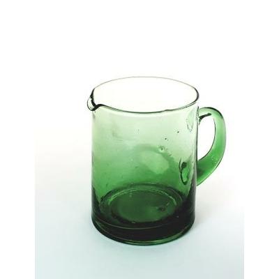 Petite carafe verte avec anse