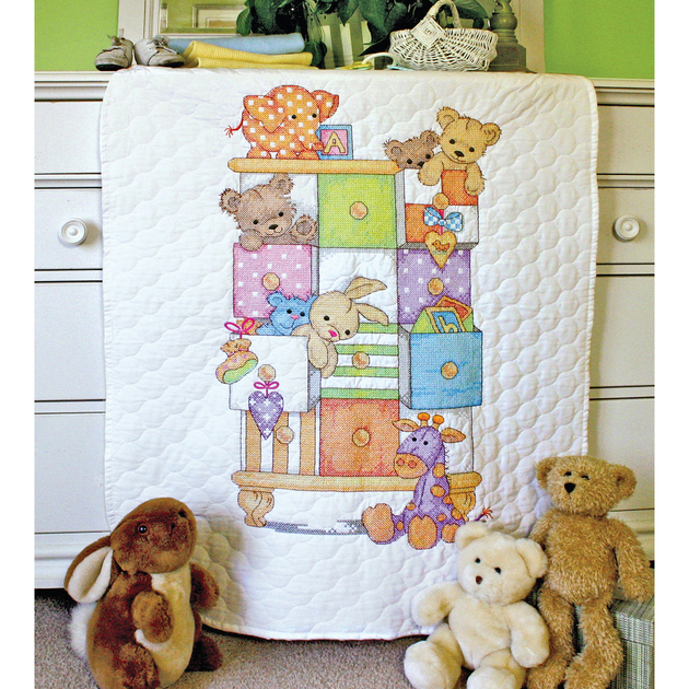 couverture piqu e les tiroirs de b b dimensions 73537 kits broderie par marque dimensions. Black Bedroom Furniture Sets. Home Design Ideas