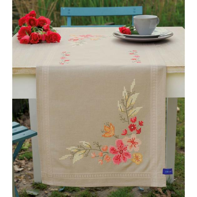 chemin de table fleurs roses vervaco pn 0155171 kits broderie par marque vervaco la brodeuse. Black Bedroom Furniture Sets. Home Design Ideas