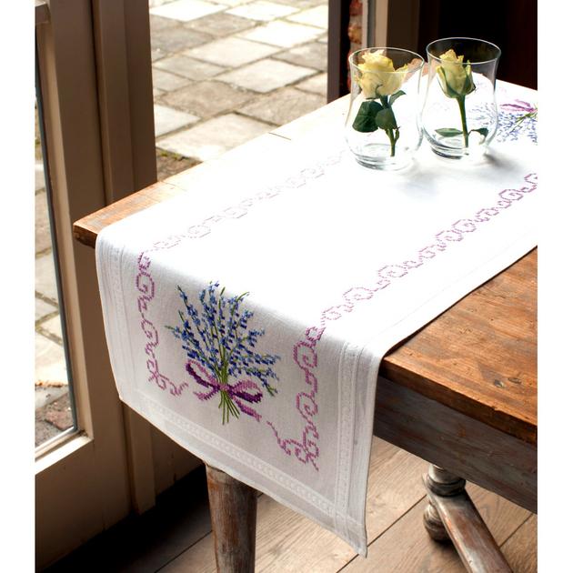Chemin de table bouquet de lavande 0013257 kits broderie for Table tactile 40 52 point sur40