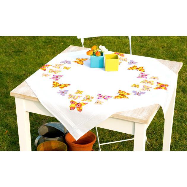 vervaco nappe papillons voletant code pn 0146525 la kits broderie par marque. Black Bedroom Furniture Sets. Home Design Ideas
