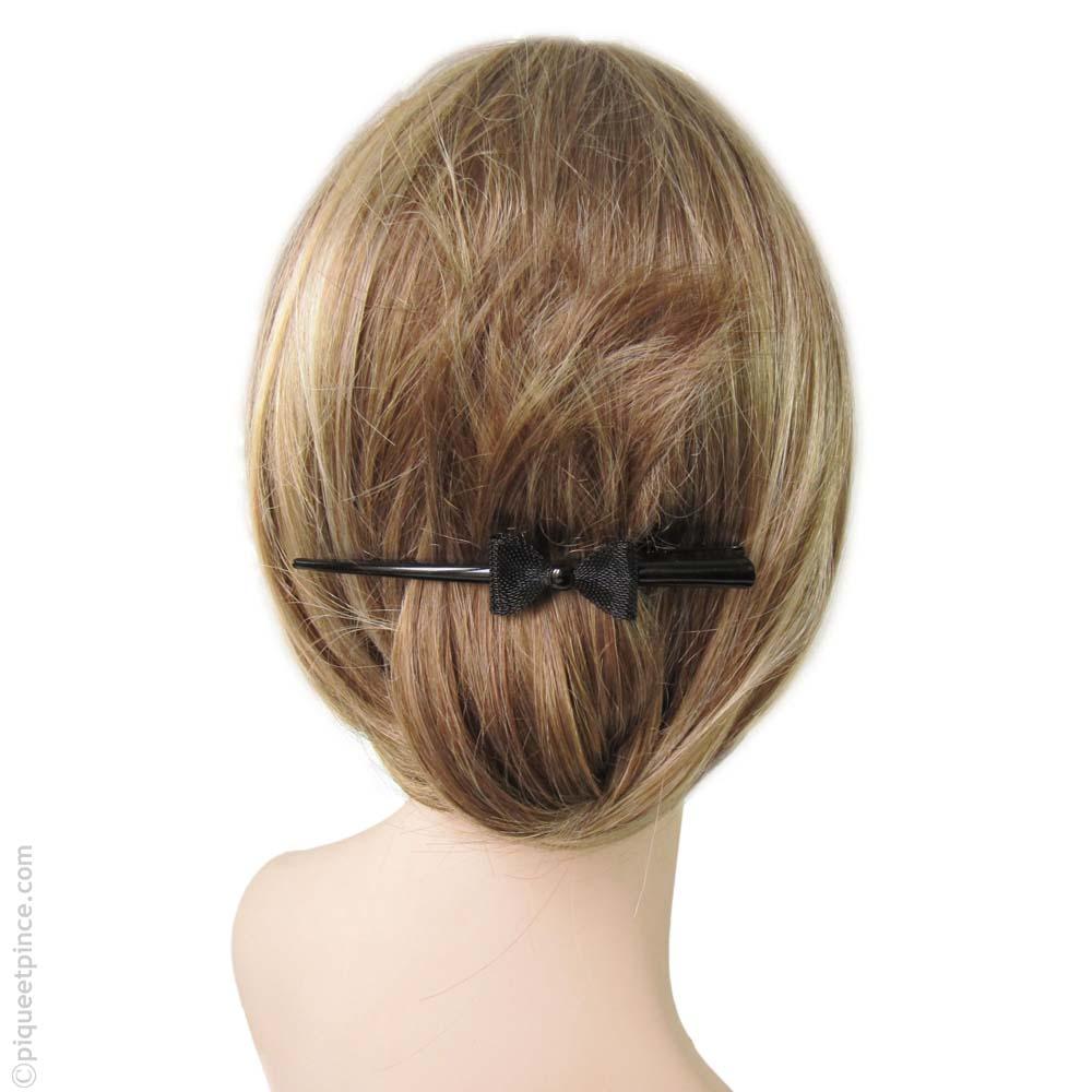 pince à cheveux noire et noeud