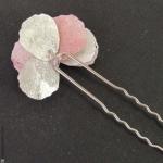 pic à cheveux pétales argentés et roses