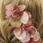 bijou de cheveux  pétales rose et argent