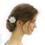 pic chignon fleur blanche