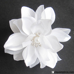 pic fleur blanche chignon de mariage1
