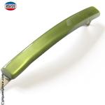 Barrette verte pour tenir une mèche de cheveux