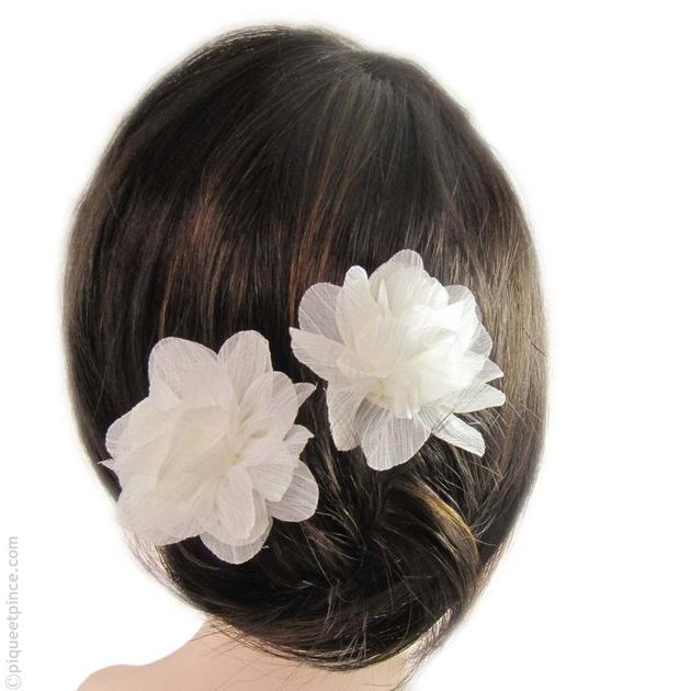 pic cheveux accessoire cheveux mariage fleur tissu. Black Bedroom Furniture Sets. Home Design Ideas