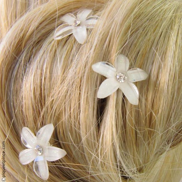 pics cheveux accessoire cheveux petite fleur de cristal blanc. Black Bedroom Furniture Sets. Home Design Ideas