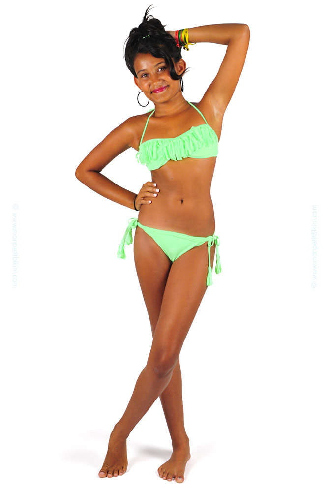 5020a8f1f ... Trajes de baño niña · Bikini niña con flecos verde flúor.  maillot-de-bain-a-frange-vert-enfant-D21AI