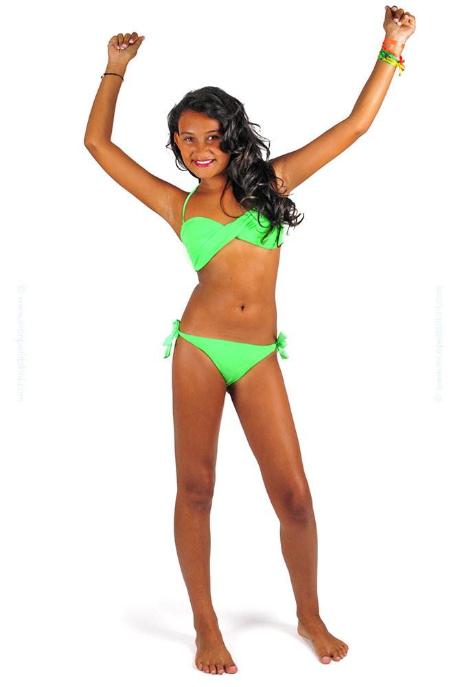 7208b7beb Inicio · Traje de baño para niños · Biquínis niña · Bikini bandeau para  niñas color verde. maillot-enfant-fluo-pas-cher-D26AI-vert
