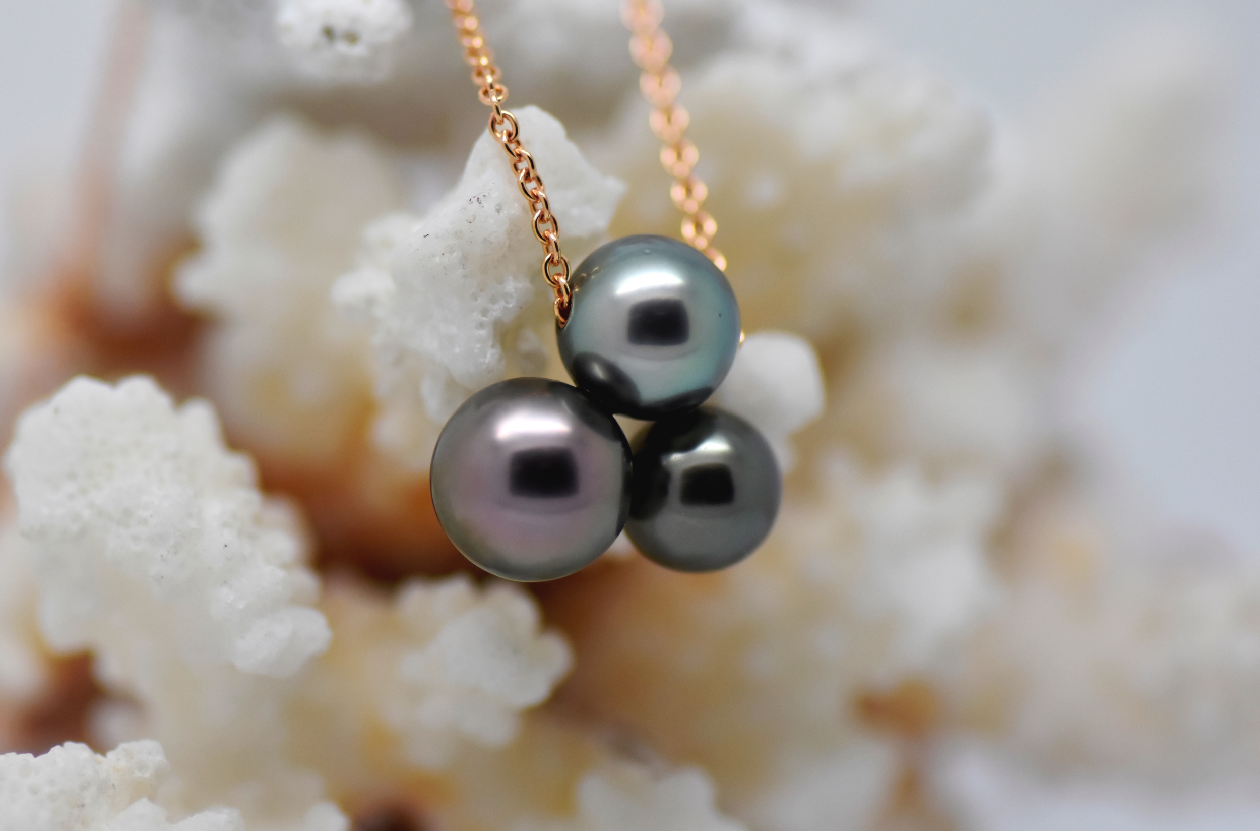 TRIPLET necklace 18 k rose gold chain with 3 Tahitian pearls