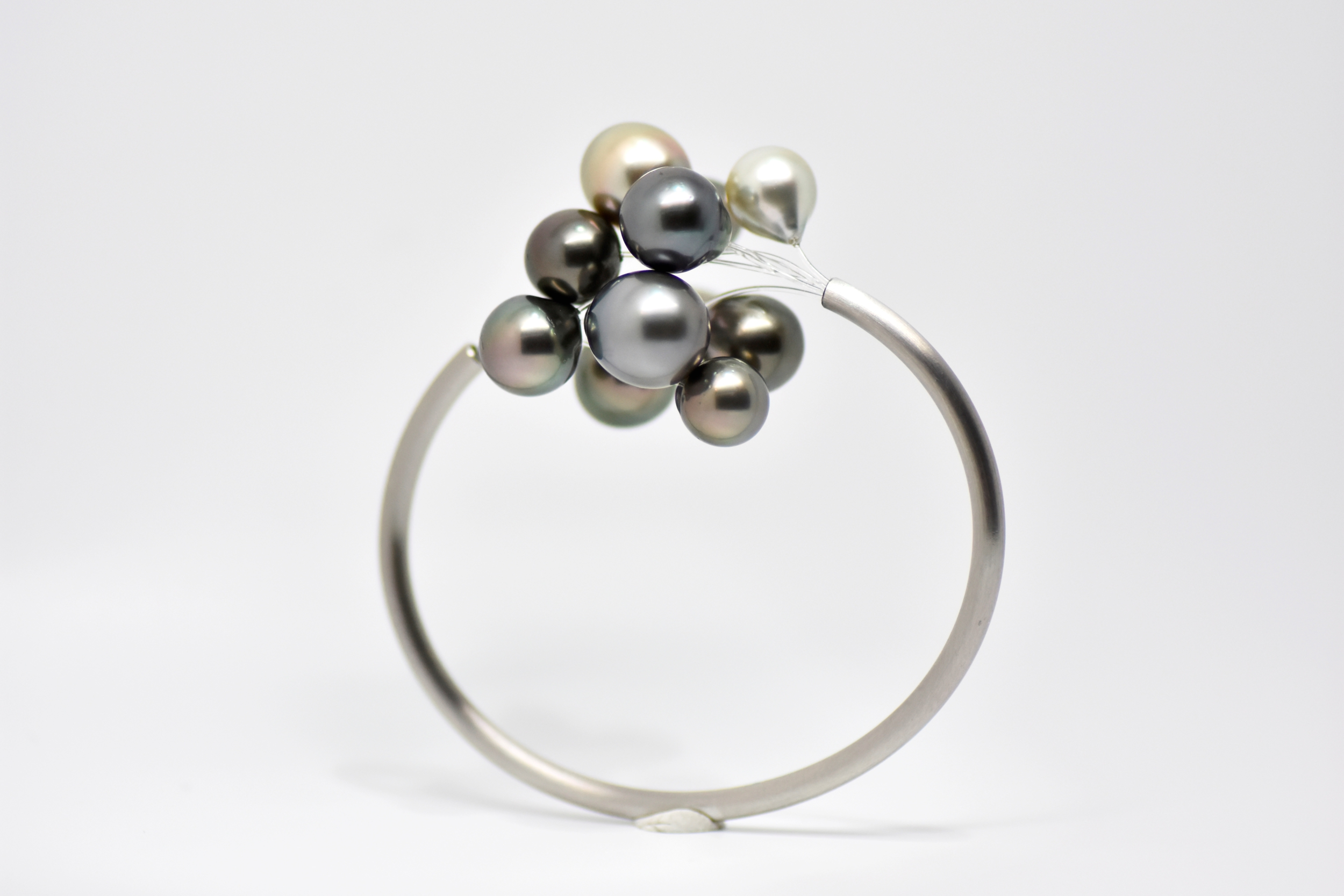 BLACK CLOUD staineless steel with 12 Tahiti pearls bangle