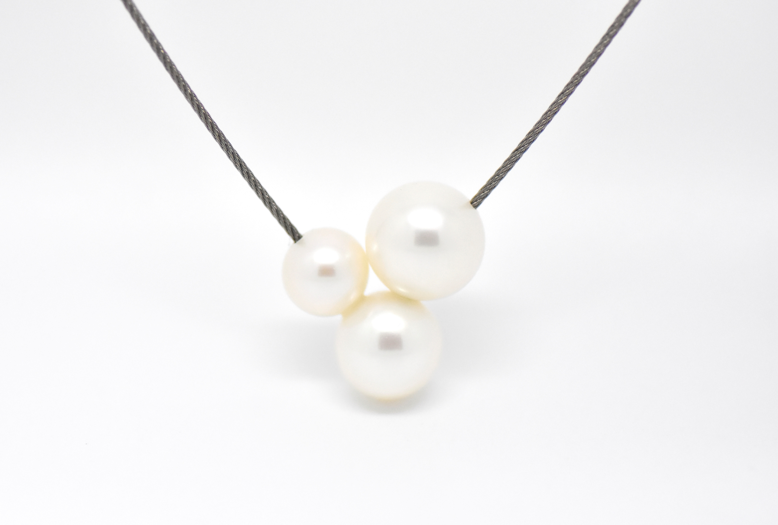 TRIPLET necklace stainless steel wire with 3 freshwater white pearls