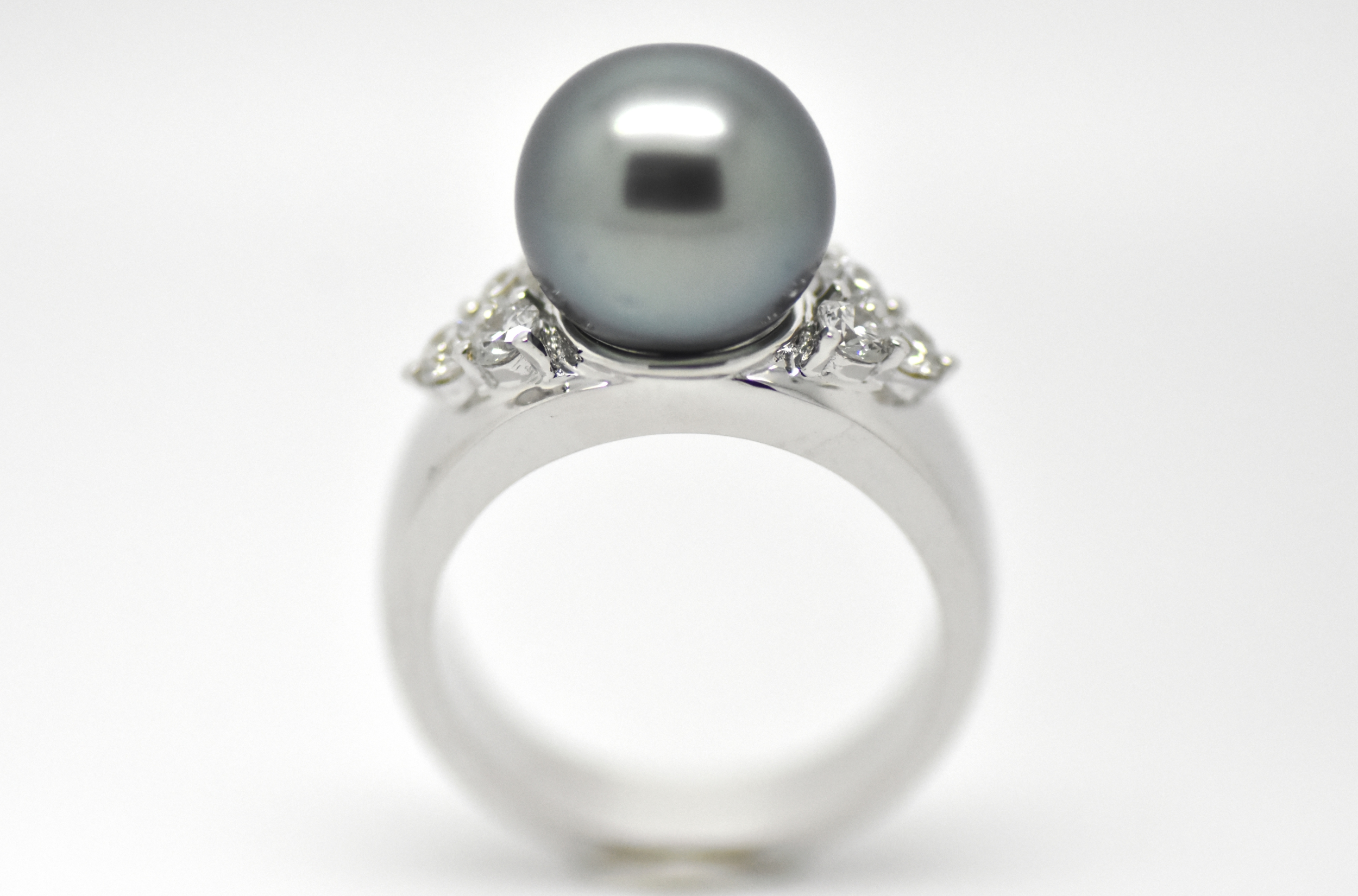 White gold ring 6 diamonds with Tahiti pearl TRIANGLE ring