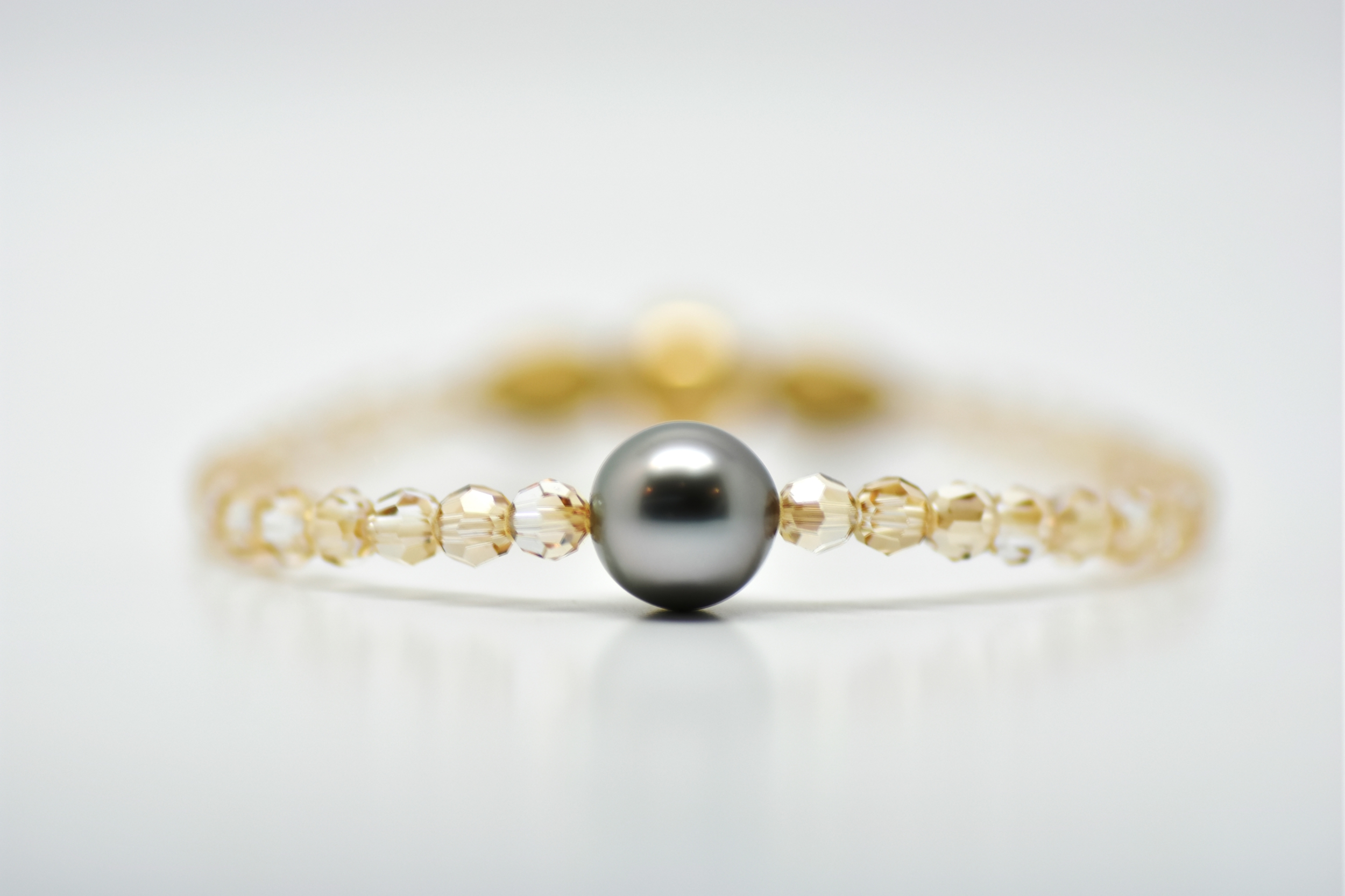 Manhattan golden 4 mm swarovski beads and 1 Tahiti pearl bracelet