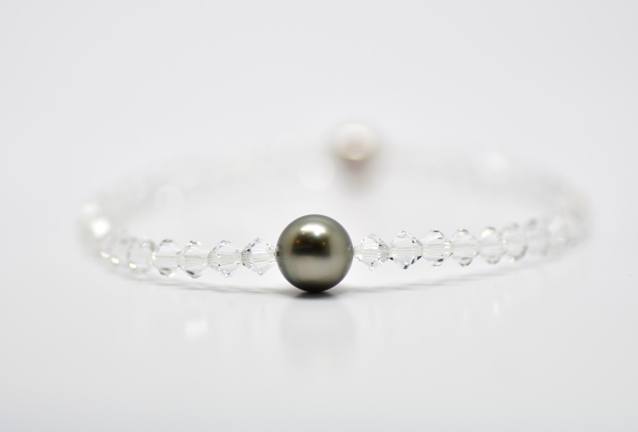 Manhattan white 4 mm swarovski beads and 1 Tahiti pearl bracelet