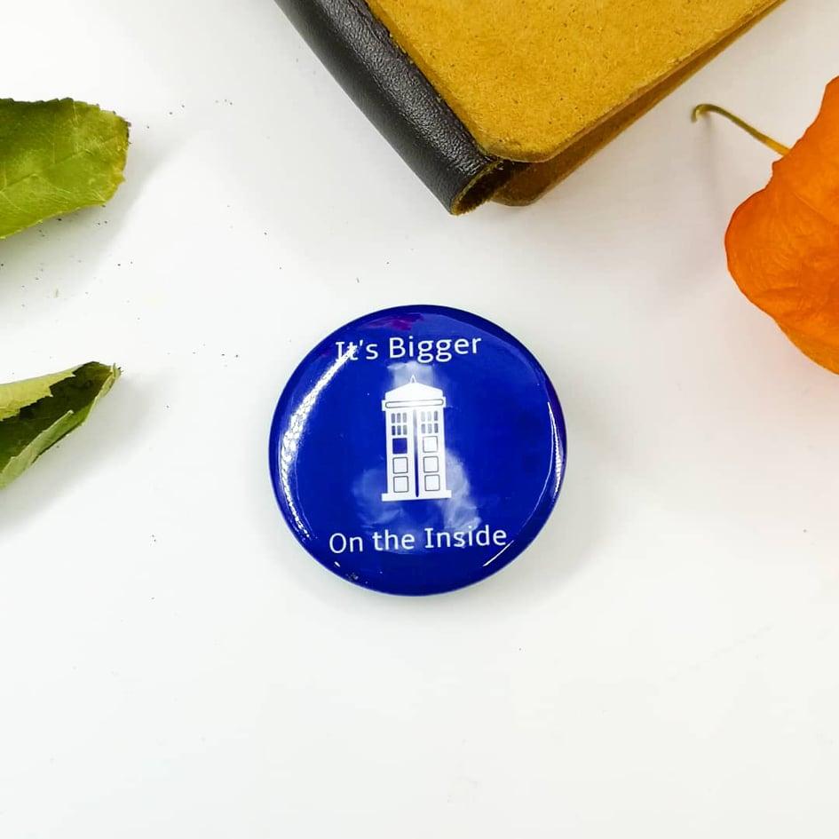 Badge : It\'s bigger on the inside