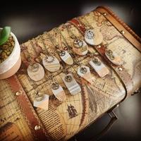 Collier steampunk en béton, feuille de métal et rouages. (plusieurs modèles au choix)