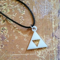 Collier : Triforce phosphorescente