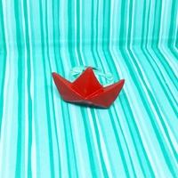 Bague origami : petit bateau rouge