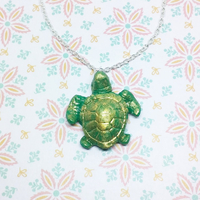Collier : Tortue des mers.