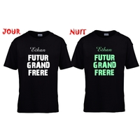 Tee shirt enfant noir phosphorescent Futur grand frere personnalisé avec prénom