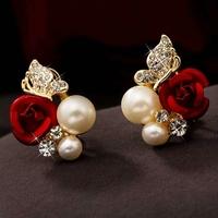 Boucles d'oreilles dorées Roses rouges sertis de strass et perles