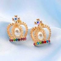 Boucles d'oreilles Couronnes Dorées, perles et strass multicolores (clous)