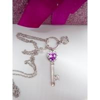 Collier pendentif Clé et couronne avec chaîne longue argentée