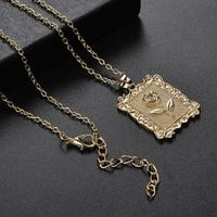 Collier pendentif médaillon Fleur Rose et chaîne fine dorée