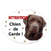 Plaque Attention au chien Labrador chocolat personnalisée avec texte au choix