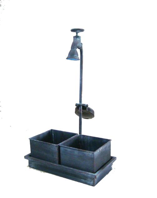 2 pots carr s m tal dans leur socle d co pots et objets for Deco jardin solaire