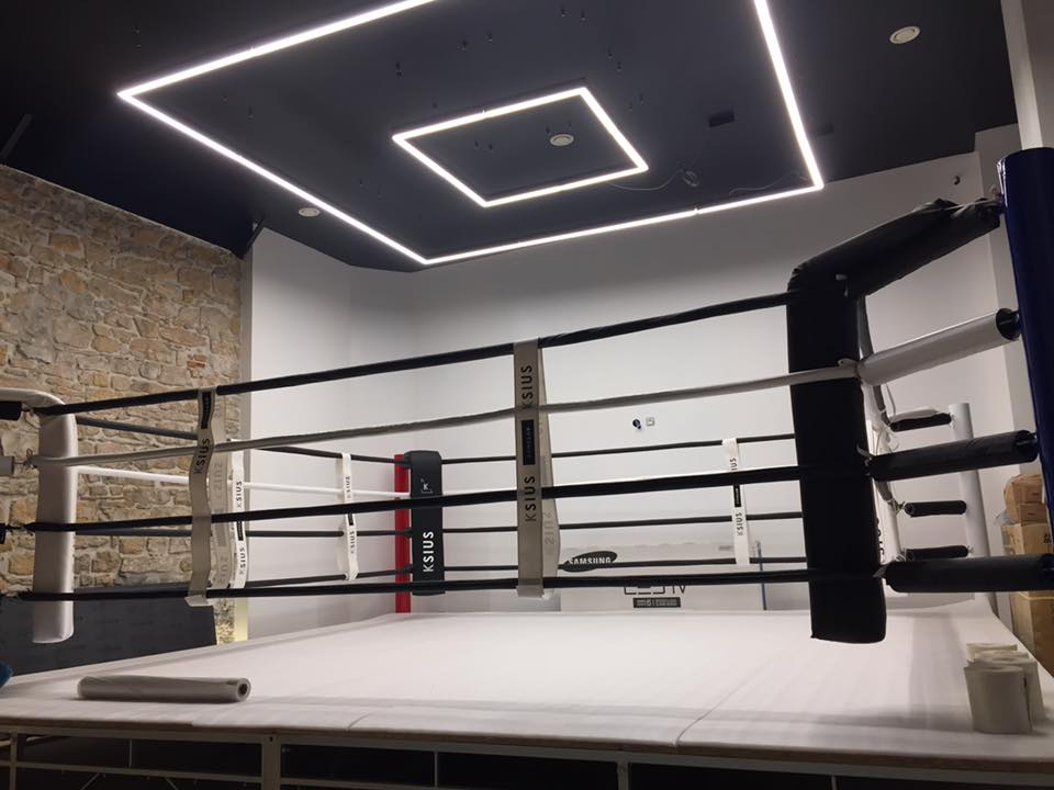 Ring de boxe sur podium de 30 à 50 cm