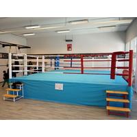 Ring de boxe sur podium