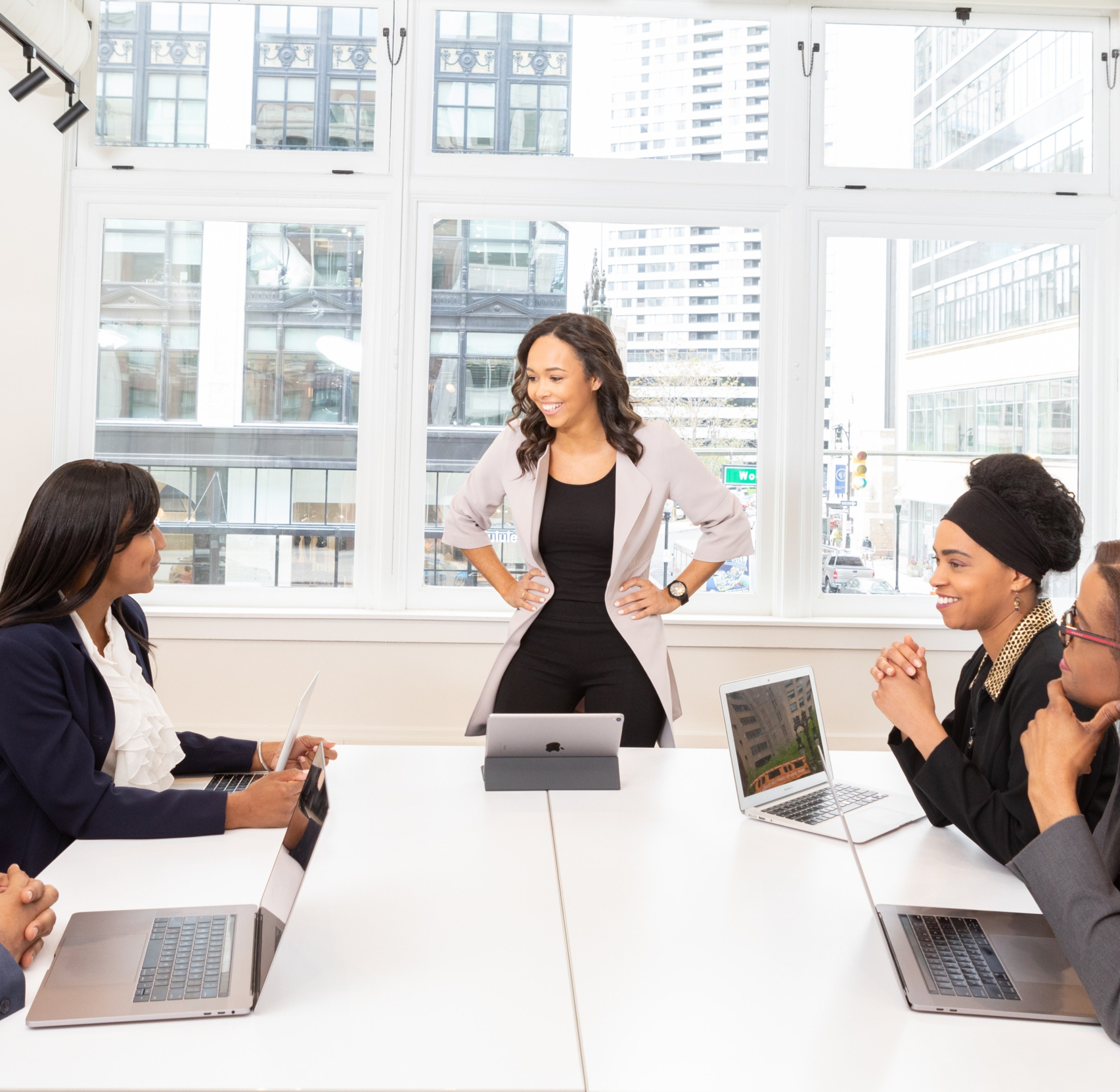 computers-discussion-employees-1367276